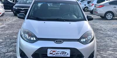 Fiesta 1.6 sedan prata 2011 1.jpg