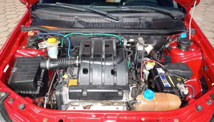 Siena 1.4 el vermelho 2011 11.jpg